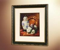 Натюрморт с фарфоровой вазой и хризантемами